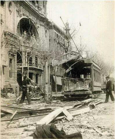 Gran Via de Barcelona. Efectes del bombardeig italià.
