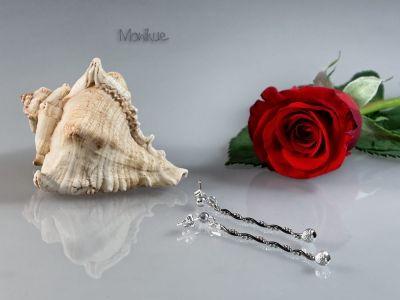 GIRO - kolczyki srebrne. Żmijka owinięta kuleczkami oksydowanymi, a wszystko to zakończone błyszczącą kulką. Wiszące kolczyki polecane dla pań chcących wyróżniać się z tłumu. Idealnie pasują do codziennego, jak i wieczorowego  stroju. Nasza biżuteria jest sprowadzana bezpośrednio z Włoch, zapewniając mistrzowską jakość wykonania, oraz  piękne i stylowe wzornictwo. #kolczyki #wkrętki #wiszące # oksydowane # kulki #prezent #moda #modne #czarne #błyszczące #piękne #niepowtarzalne