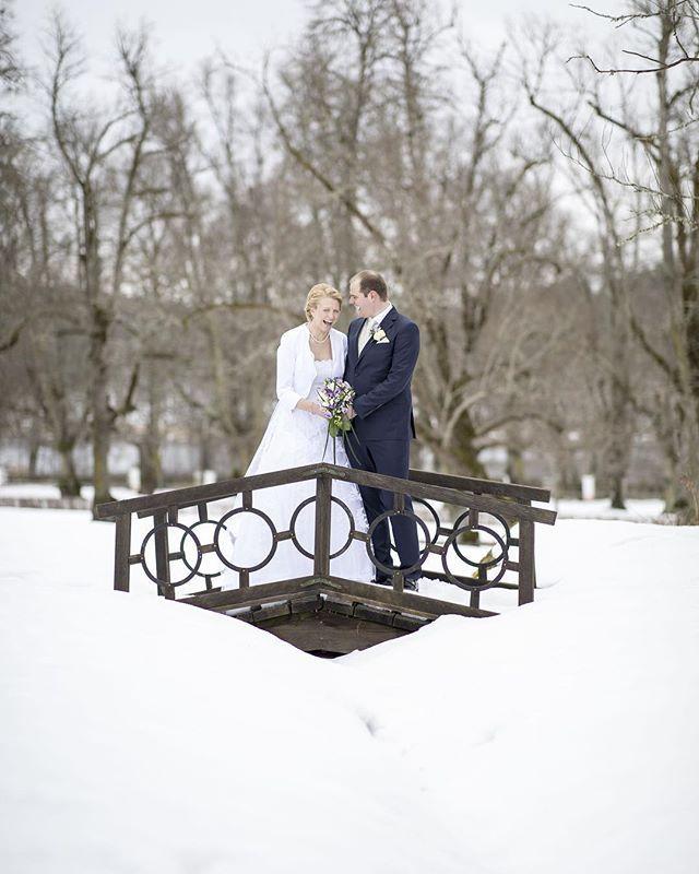 Stelt uppställt och något man måste göra för att få fina bilder? Inte alls! Vi kommer ha roligt tillsammans. #bröllopsinspo #bröllop #bröllop2018 #bröllopsfotograf #linköping #stureforsslott #sturefors #meralink #linköpinglive #wedding #weddingdress #bridge #bröllopsklänning #bröllopsdag #bröllop2019 #bröllopsfoto #bröllopsfotograf #bröllopsinspiration
