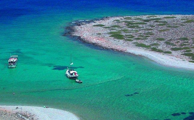Παραλία στο νησάκι Κουτσομύτι, κοντά στην Αστυπάλαια! http://diakopes.in.gr/trip-ideas/article/?aid=209772 #travel #island #greece #astypalaia