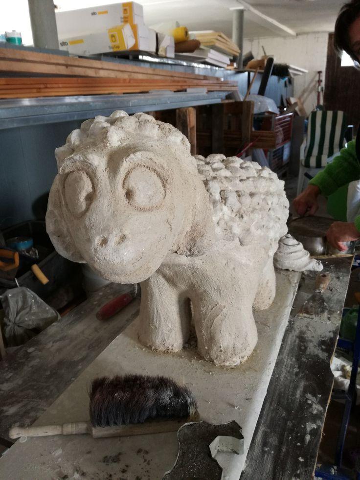 Fertig :-) Aus dem geplanten Bauschaumschaf ist ein Beton - Schaf geworden