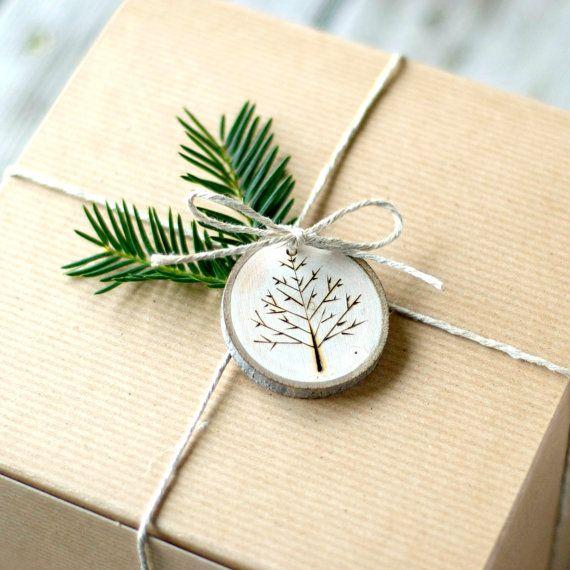Tranche Noël ornement - arbre branche Snowflake journal tranche bois brûlé en bois rustique naturel vacances Yule - des arbres comme on le voit dans la vie à la campagne