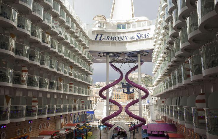 A Napoli sbarca Harmony of the Seas, la nave più grande del mondo. © Machi di Pace (@machidipace) - Campaniasuweb