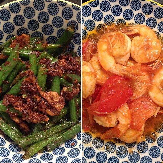 Decided to get NZ green beans for dinner since it won't be too long before it'll be out of season. Fried the beans with sambal udang (dried shrimp sambal). Also made some amazingly buttery sweet tasting prawns in a ginger & tomato gravy - kinda like sweet & sour, my style.   #chinesefood #homecooking #weekendeats