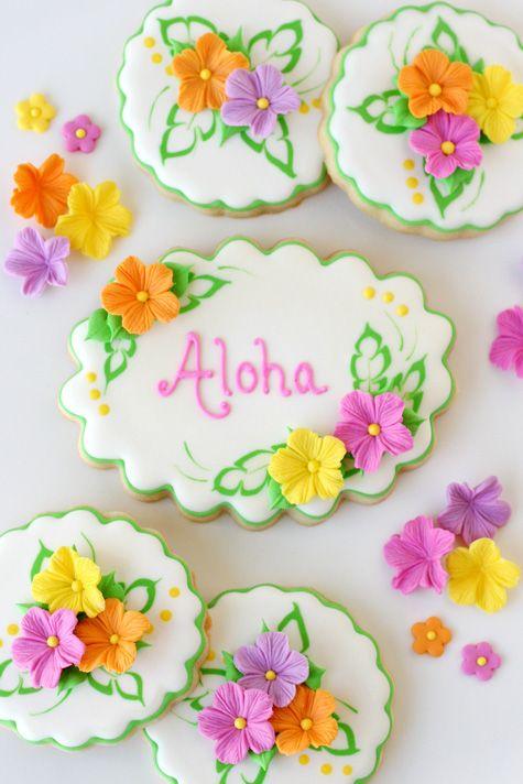 Preciosas galletas para una fiesta tropical / Pretty Luau Cookies with Fondant Flowers, from Glorious Treats