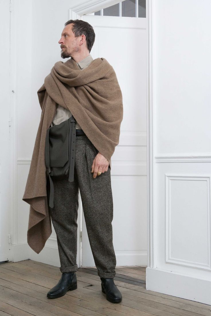 10. Stole in handwoven yak wool / Two-pockets shirt in light cotton denim / Two-pleated pants in alpaca wool tweed / Reversible bag in wool and cashmere melton and lambskin / Boots in vegetal calf leather
