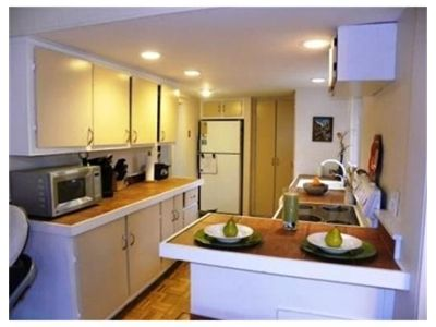 Small breakfast bar at end of counter kitchens for Galley kitchen with breakfast bar