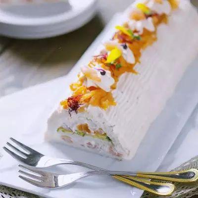 Semplice da preparare e di grande effetto: questo tronchetto salato è perfetto per la tavola delle feste o per un buffet!