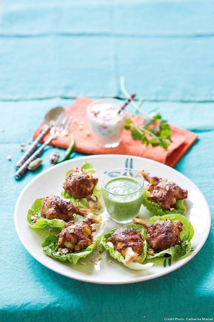 Le tandoor est un four traditionnel en terre cuite qui a donné son nom au poulet tandoori, mariné dans un mélange d'épices et de yaourt.
