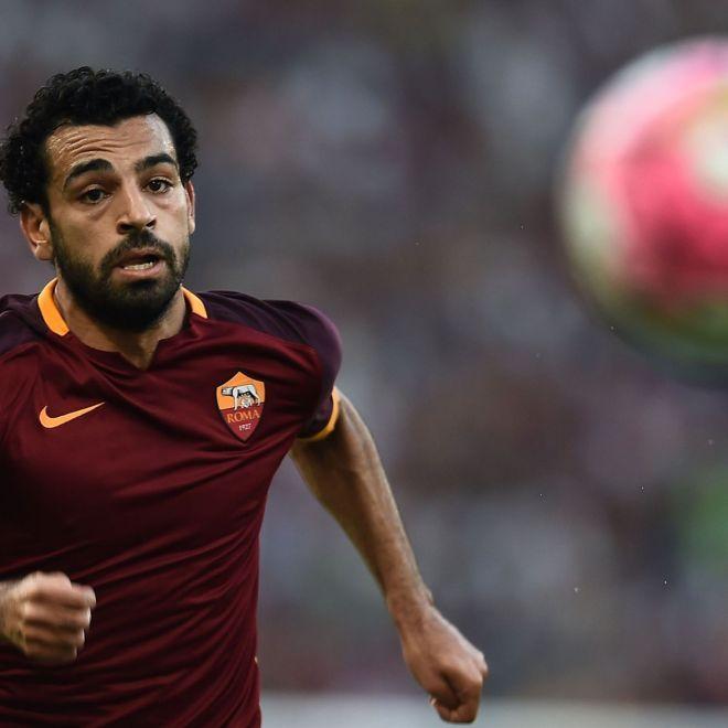 """Roma Salah: """" Strootman fortissimo. Pjanic? No comment"""" Mohamed Salah ha parlato di questo inizio di preparazione ai microfoni di Sky Sport: Ha fatto la sua scelta una decisione personale che spettava a lui e che preferisco non commentare. Gli faccio un in bocca al lupo resta sempre un mio amico."""