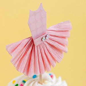 Totally making these little cuties for the top of her birthday cupcakes, she'll freak. The only thing better is if I have time and do crowns with jewels :o)Birthday Cupcakes, Tutu Cupcakes, Paper Tutu