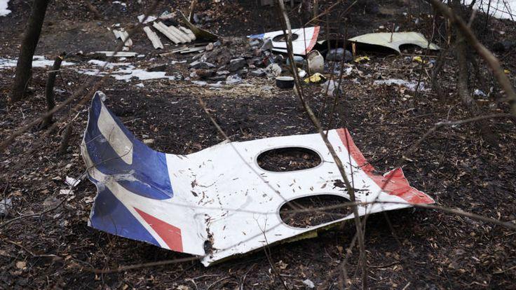 Journalist draagt gevonden spullen MH17 over aan politie | NOS