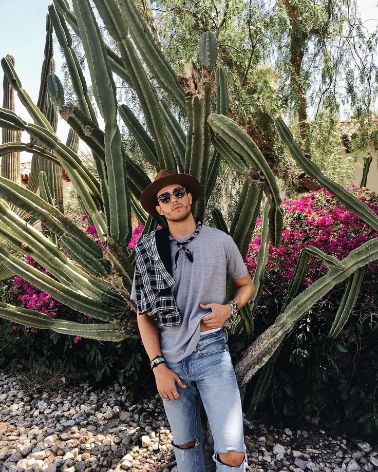 Coachella Day 1 ✌️ Rayban | Assembly | Frame denim | iamgalla.com