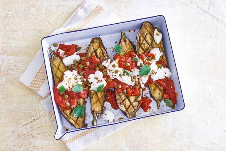 Deze gegrilde aubergines met ricotta zijn een heerlijk bijgerecht voor een zomerse avond - Recept - Allerhande