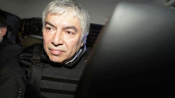 De todas las causas penales que tiene el empresario detenido Lázaro Báez, la primera que llegará a juicio oral es una de las menos conocidas: la falta de pago de 33 millones de pesos de aportes previsionales a empleados de sus empresas.   #kirchnerismo #LÁZARO BÁEZ