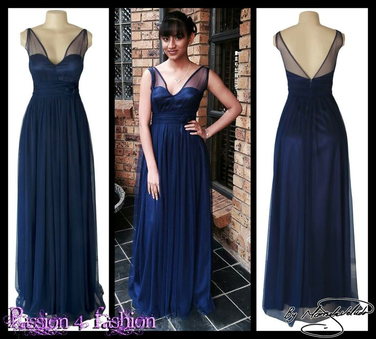Navy blue long tulle bridesmaid dress with a V open back and under bust ruched belt with rose detail. #mariselaveludo #fashion #bridesmaiddress #navybluedress #eveningdress #navybluebridesmaiddress #passion4fashion #wedding