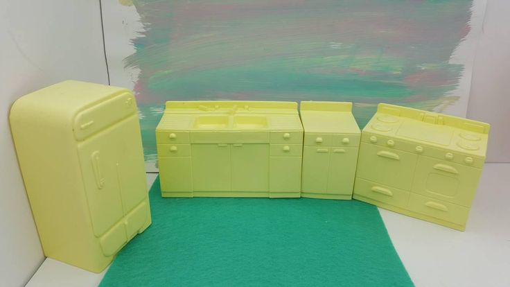 Marx Marxie Mansion Soft Plastic Kitchen Pieces Toy fridge stove Counter Sink Pale Yellow Dollhouse Traditional Style #toyfurniture #miniatures