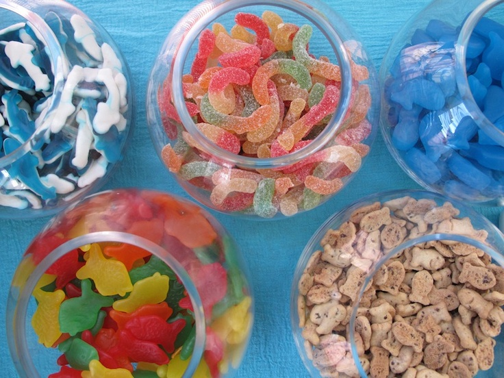 our fish party: five dollarama fish bowls filled with sea-inspired candy. gummy sharks and words, jelly whales, finnish fish, and chocolate chip goldfish crackers. the kids could fill up their favor/treat bags with whichever candies they liked at the end of the party