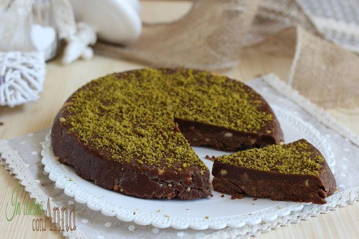 La torta pistacchiotto è un dolce semplicissimo e veloce veloce,bastano 4 ingredienti e in pochissimi minuti avrete una torta favolosa!