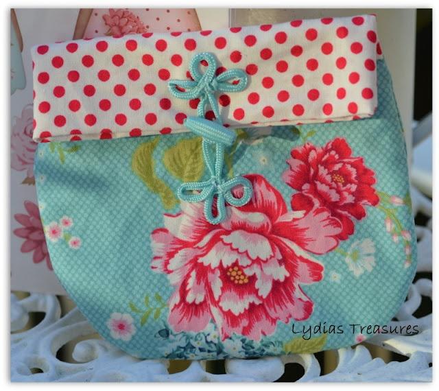 Tilda purse kit from Tilda Home Ideas magazine, made up from www.lydiastreasures.blogspot.com