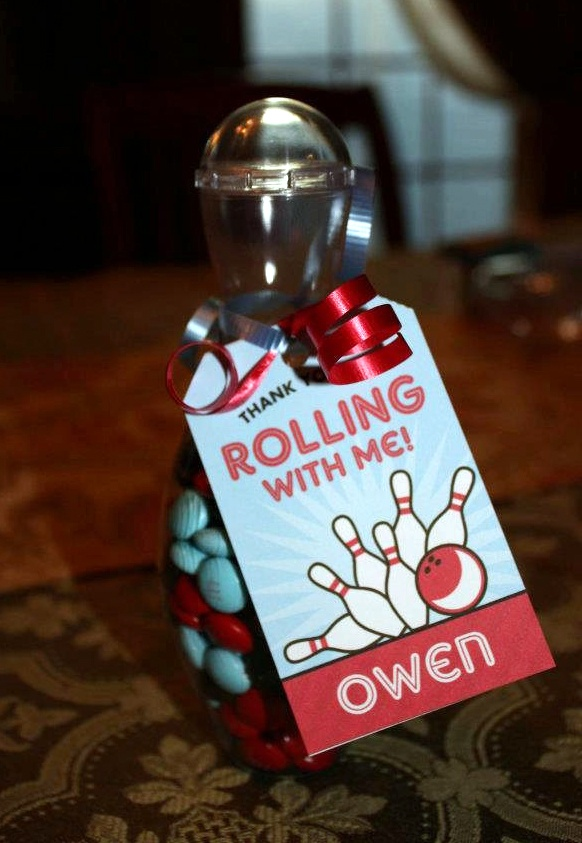Bowling party favor! Bowling pin candy containers {http://tinyurl.com/bp37pzn}, favor tags {www.chickabug.com}
