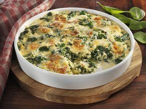 Nudel-Spinat-Auflauf – ein herzhaft-würziger vegetarischer Auflauf der die Nudel und den Spinat zusammen bringt. Mit wenig Aufwand lässt sich auf einfache Art und Weise ein gesundes Rezept in die Tat umsetzen. Ein tolles Gericht, wo der frische Spinat im Vordergrund stehen kann. http://www.diaeten-mit-gesunder-ernaehrung.de/gesunde-rezepte/auflaeufe-pasta-seite-5/nudel-spinat-auflauf/