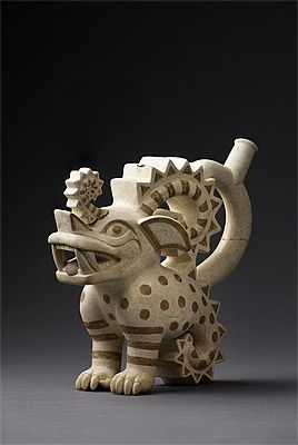 Moche culture North coast 100 – 800 AD Stirrup vessel in the form of a crested feline ceramic   Ministerio de Cultura del Perú: Museo de Sitio de Chan Chan, Dos Cabezas Photograph: Daniel Giannoni
