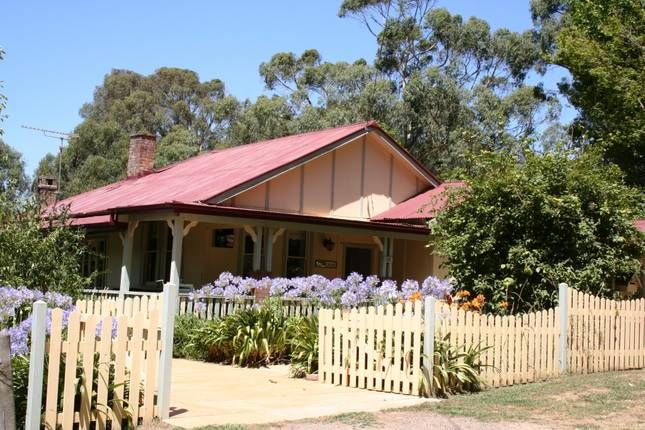 Morvern Valley Guest Houses, a Bundanoon 3 Self Contained Cottages | Stayz