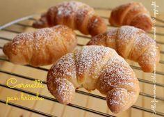 Cornetti pan brioche senza burro, impasto profumato, dolce e sofficissimo, per realizzare qualsiasi lievitato dolce; ben si presta a qualsiasi condimento.