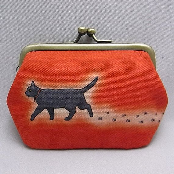 Mini coin purse with a metal clasp Black cat's by Nyagomidokoro