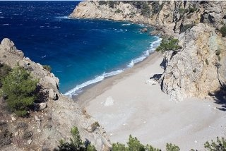 La spiaggia di Kato Lakos paradiso naturale nella costa est di Karpathos