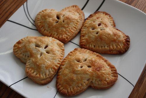 Heart-shaped apple hand-pie www.warmovenwafts.blogspot.com