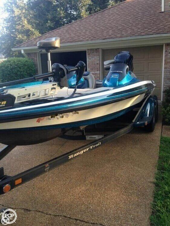 2013 YAMAHA 4 STROKE - Minn Kota Bow Mounted Electric Trolling Motor! Dual Consoles! Full boat cover! Custom Matched Painted Trailer!