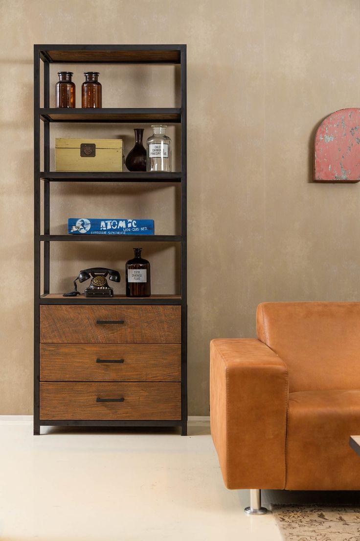 Het metalen frame maakt deze boekenkast onverwoestbaar!