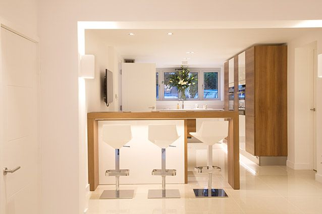 pure clean warm lighting in a white room || Residential Lighting design | Home Lighting | Commercial Lighting