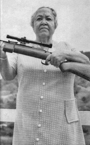 """Blanca Canales – Nacionalista porto-riquenha, fundou o grupo """"Filhas da Liberdade"""" – ala feminina do Partido Nacionalista Porto-Riquenho, sendo uma das poucas mulheres na história a liderarem uma revolta contra os EUA, em um ato conhecido como o Levante Jayuya, que resultou na prisão perpétua de seus combatentes. Grande parte de Jayuya foi destruída e o incidente foi noticiado como """"um incidente entre porto-riquenhos""""."""