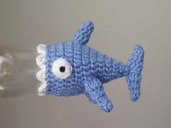 [Tiny shark hat, for #innocent #bigknit project.]