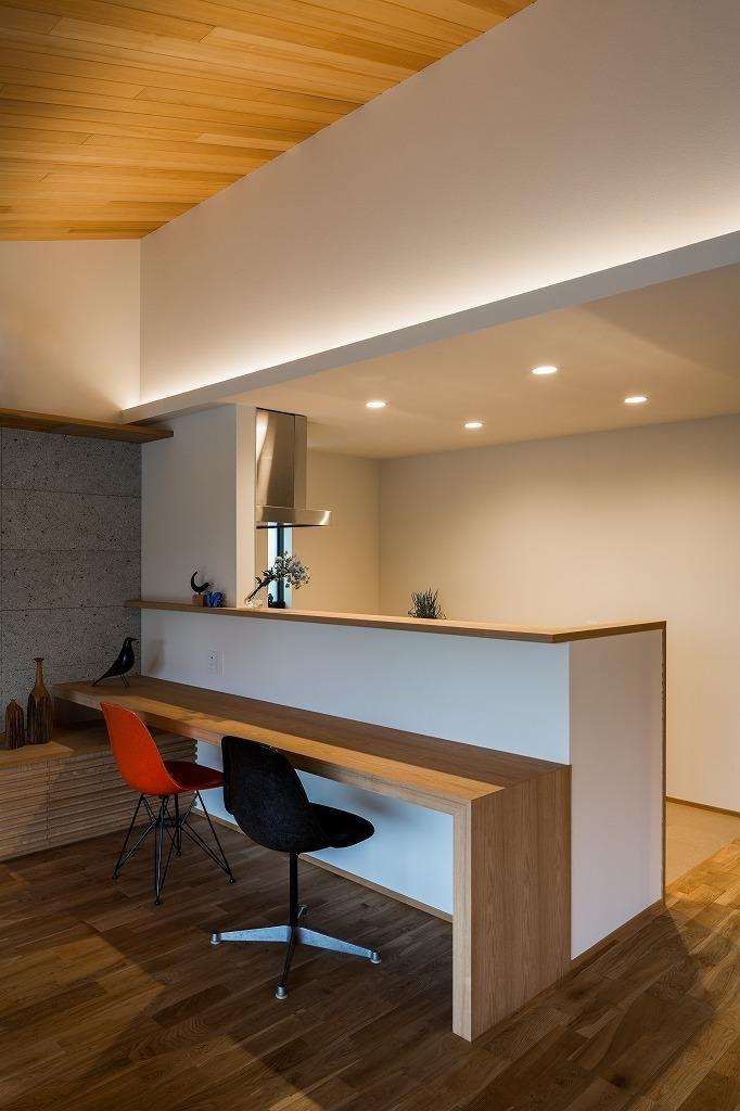 専門家:Takuya Hasegawaが手掛けた、カウンターテーブル付き対面キッチン(自然の恵みを感じる家)の詳細ページ。新築戸建、リフォーム、リノベーションの事例多数、SUVACO(スバコ)
