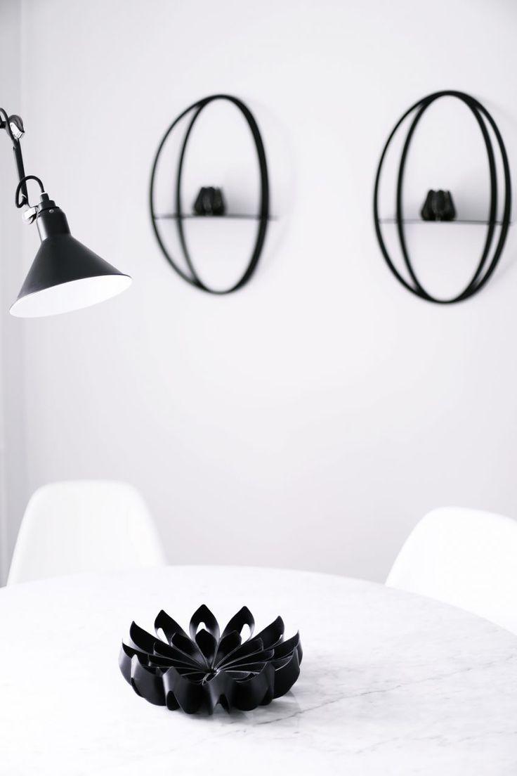 Petals fruit bowl black in Janne Naakka's dining room / Photo by Janne Naakka