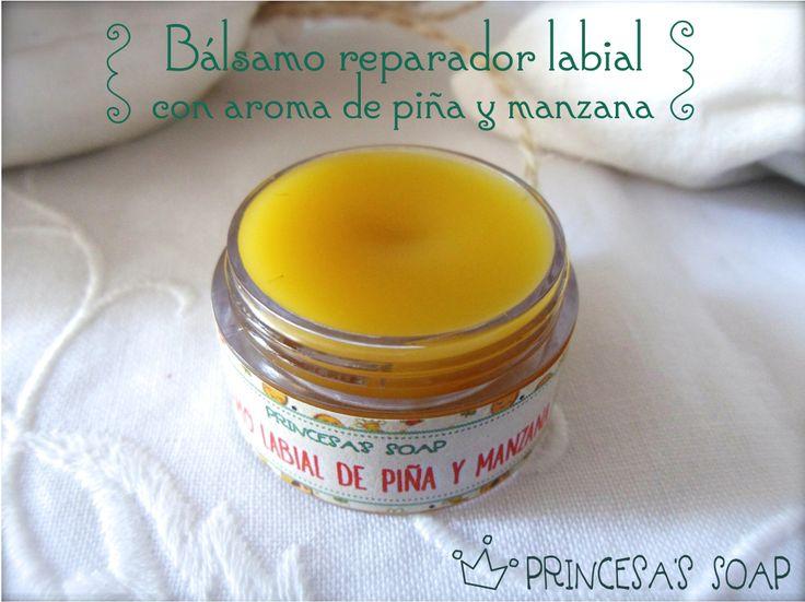 BÁLSAMO REPARADOR LABIAL CON AROMA NATURAL DE PIÑA Y MANZANA Elaborado con ingredientes naturales, repara los labios más estropeados por los cambios de temperatura o por el frío. www.princesassoap.es