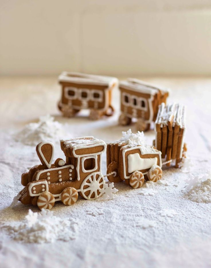 The Kate Tin: Gingerbread Train