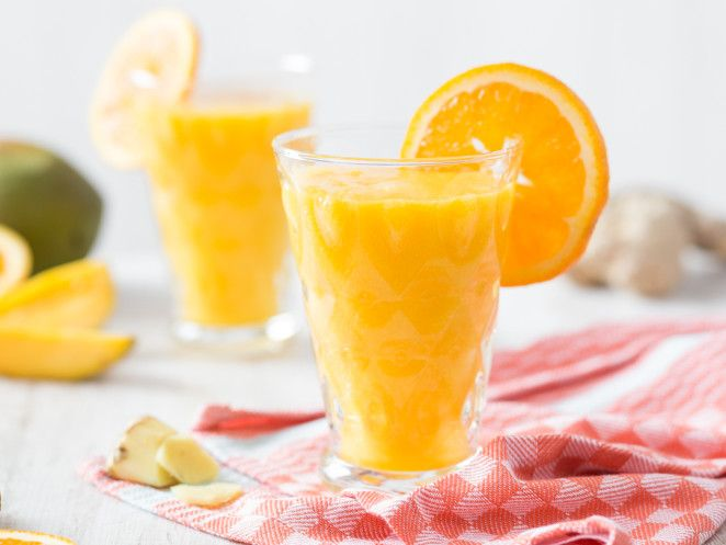 Detox-Smoothie mit Mango, Orange und Ingwer