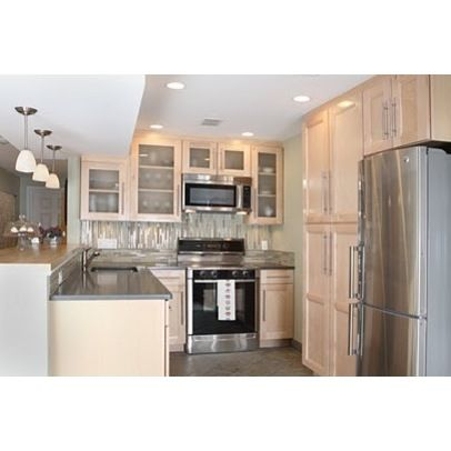 Small condo kitchen design ideas pictures remodel and for Small townhouse kitchen designs