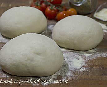 Pizza con semola a lunga lievitazione