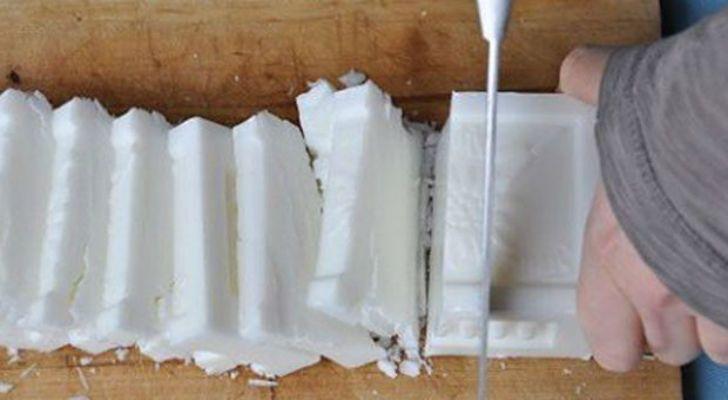 Addio dersivo, nella lavatrice basta aggiungere solo un bicchiere di… Il detersivo per lavatrice è indispensabile per lavare al meglio i nostri capi. In commercio ne esistono svariati tipi, tuttavia se il nostro scopo è quello di risparmiare e dare una mano all'ambiente, possiamo evitare i detersivi ad uso commerciale preferendo quelli fai-da-te: nel presente …
