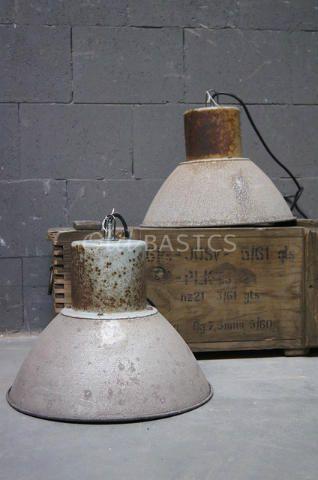 Industrielamp 50003 - Deze fabriekslamp heeft een ruwe look en feel. In een grijze roestkleur. Heel stoer en industrieel! Ø: 38 centimeter H: 28 centimeter