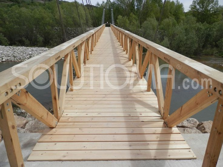 Pasarela de madera en Tremp, Lleida (7). #ConstruccionesDeMadera #PasarelaDeMadera +info: http://www.solutioma.com/es/construcciones-madera-puentes-pasarelas-miradores.php Video Youtube: https://www.youtube.com/watch?v=l_ruHtnL89Q