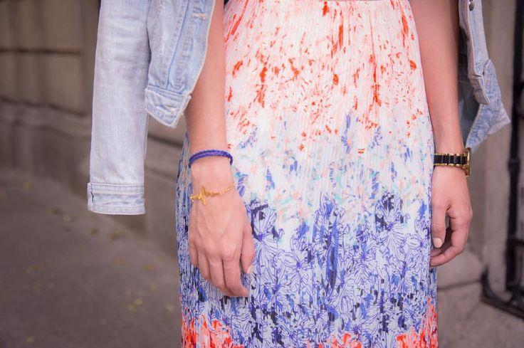 Falda floral midi con inspiración oriental en tonos pasteles, azules y corales de H&M