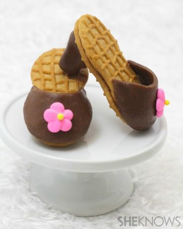 Nutter Butter high-heel cookies recipe ~ These high-heeled cookies are made from simple Nutter Butters, Tootsie Rolls and icing flowers. Perfect for birthday treats, bachelorette parties and especially Mother's Day!