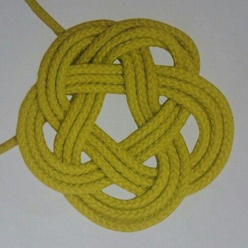 Platte knoop; ronde mat